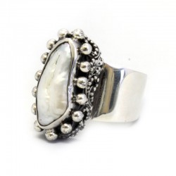 Stick Pearl Ring From The Classic Collection